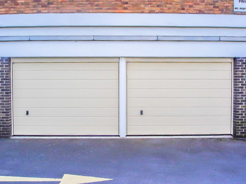 Double overhead garage door